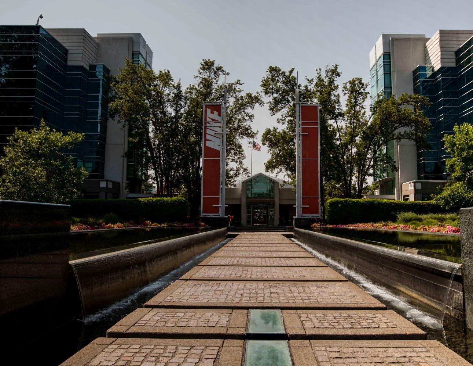 completar identificación Medicina  Nike World Headquarters